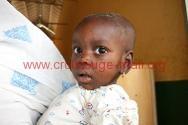 Gao, hôpital régional. Une mère et son enfant attendent d'être reçus par le médecin pour une consultation. © ICRC / C. Amadou / ml-e-00043