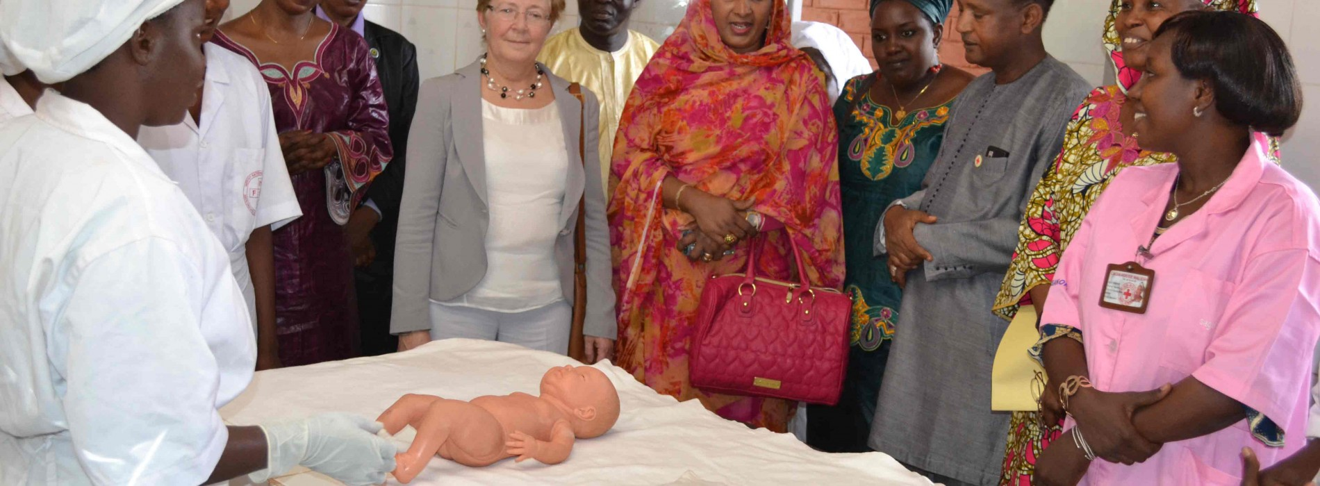 Visite de courtoisie de Mme Geertrui Van Rompuy  à l'Institut de Formation Socio Sanitaire de la Croix-Rouge Malienne
