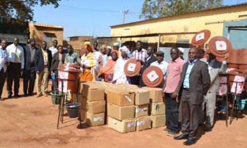Lutte contre EBOLA : La Croix-Rouge malienne  dote certaines mosquées et écoles en kits d'hygiène