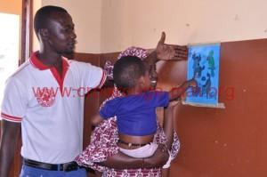 Stimulation par le jeu d'un enfant pris en charge pour cas de malnutrition aigue sévere