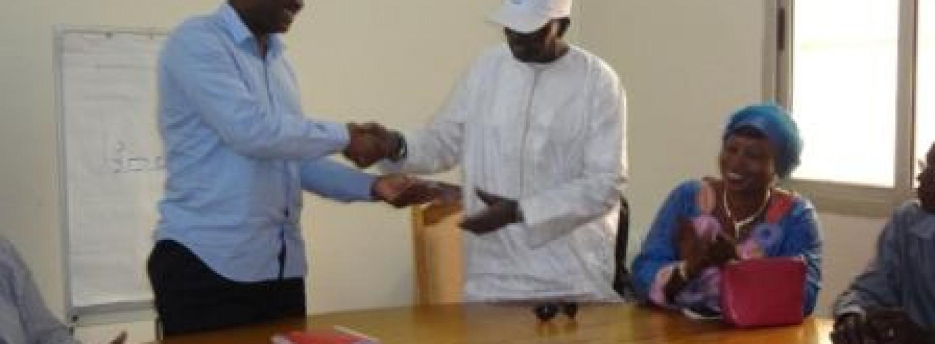 L'association des Maliens de Muraux en France fait don à la Croix-Rouge Malienne