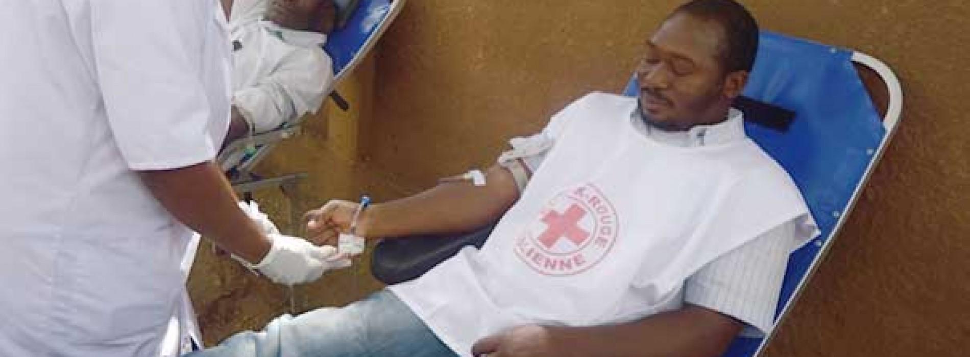 Don de sang : La Croix-Rouge malienne renforce le Centre de santé communautaire de la Commune 1 en matériel de transfusion sanguine